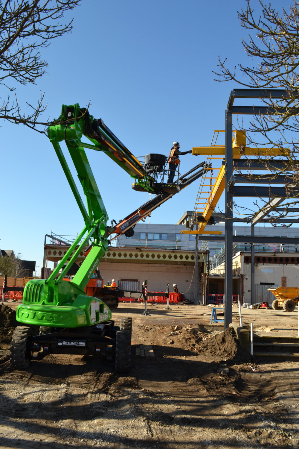 Installation of crane at the new MMC at Bedford College